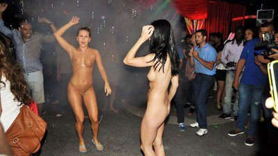 Naked chicks in nightclubs